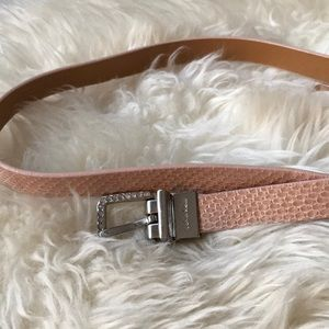 🎁3 for 15$🎁Gently worn Calvin Klein pink belt.
